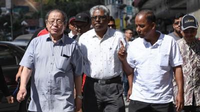 林吉祥(左起)、马诺加兰及古拉到金马仑巡视。