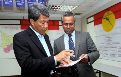 莫哈末哈山(左)的上诉定于明年2月18日聆审,旁为其代表律师阿布峇卡。(档案照)