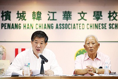 陈国平(左)直言,本身过去任董事长一职长达16年,而现任董事长黄赐兴(右)也任职7年,在这23年来,一直不获信理员配合。