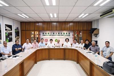 韩江华文学校董事会召开特别会员大会,一致通过授权董事会在必要时采取适当的法律行动,以一劳永逸解决韩江三校建设与发展计划长期受到校产信理员的影响。