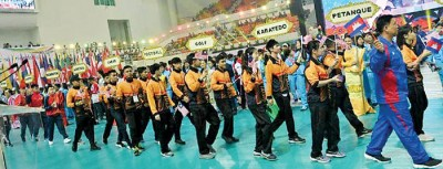 大马代表团在缅甸举行的东南亚大学运动会闭幕式入场。