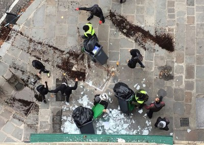 巴黎有星巴克被严重破坏。