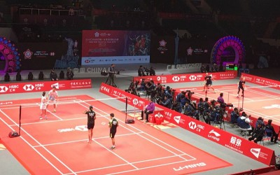 世界羽联广州年终总决赛舍弃传统绿色地贴而以红色地贴,引来选手与网友球迷热议。