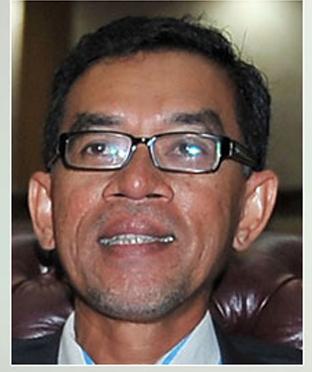 乌鲁登嘉楼国会议员鲁索。