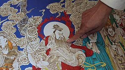姜中创新的烙镂画技艺,多应用于在宣纸上临摹古典长卷。