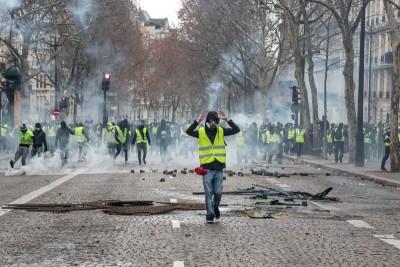 巴黎香榭丽舍大道示威。(法新社照片)