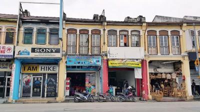 外籍人士经营的店铺如雨后春笋林立。