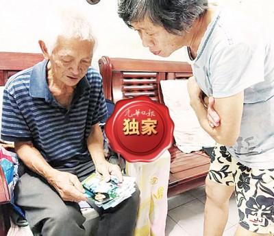 陈新江与林赛英看着女儿青春年华的照片,对她的坎坷命运感到伤心。