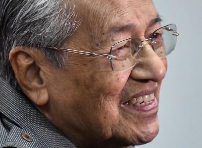马哈迪:是他们要退出巫统。