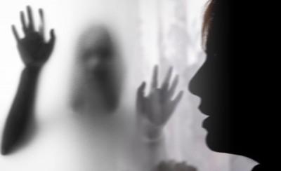 16岁女受害者不堪多次被强奸,愤而报警。(示意图)