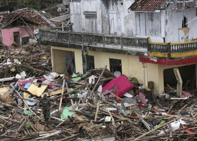 重灾区苏穆尔的房屋遭海啸大肆破坏。