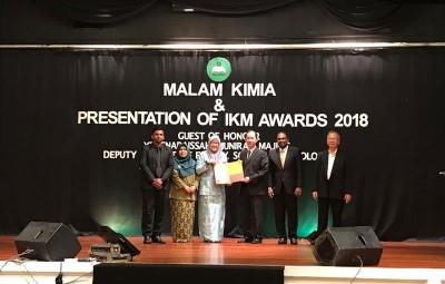 """马来西亚化学会为7天后底""""化学之夜晚宴""""直达,通告""""实验室卓越奖""""加之槟州供水机构。"""