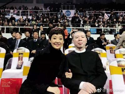 冯小刚和老婆徐帆一起现身。