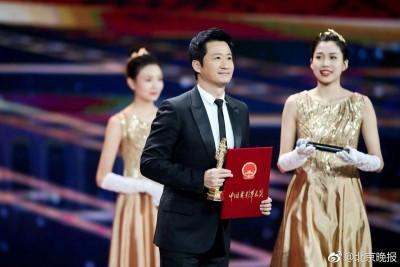 吴京凭《战狼2》获优秀男演员。