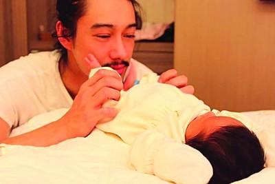 杨永聪悄悄升格人父,在脸书分享女儿萌照。