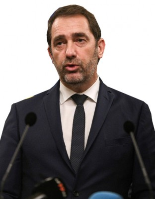 """内政部长卡斯塔纳宣布调高警戒级别至""""紧急袭击""""。"""