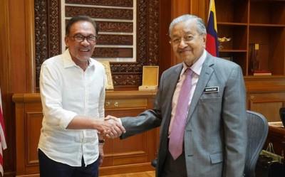 公正党主席拿督斯里安华周三下午拜会了首相敦马哈迪医生。