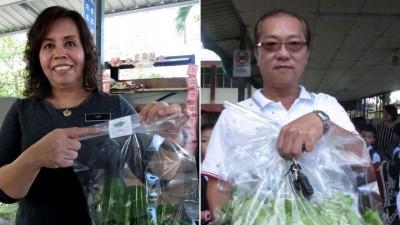 (左)叶蕙钧:当日所售卖的小白菜及生菜包装都有贴上该校的标签。(右)伍郁和希望学生可以栽种更多的菜。