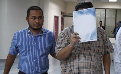 学生面对涉嫌扯皮条的指控,否认有罪。