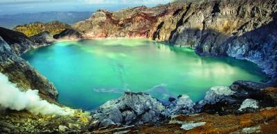 全球酸性最高的湖——伊真火山湖。(网络图)