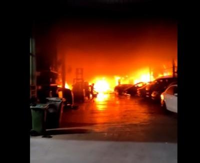 一家喷漆厂周五继起大火。