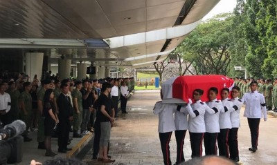 冯伟衷灵柩抵达万礼火化场。