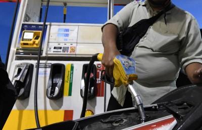 从1月5日开始,政府将于每周五宣布隔天的燃油零售价,其中RON95汽油的顶价定在2令吉20仙/公升、柴油则是2令吉18仙/公升。