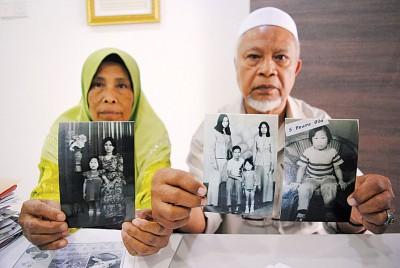 莫哈末基尔及太太阿兹莎持着旧照,希望替外甥女法达雅寻回亲生华裔父母亲。