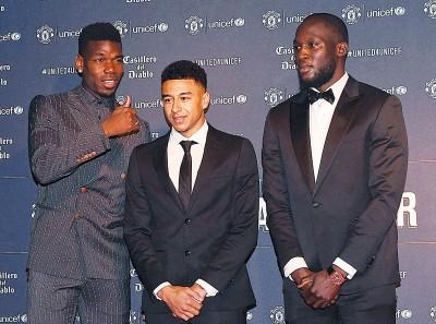 曼联球员们(左起)博格巴、林加德、卢卡库周三参加了联合国儿童基金会活动,今年也是双方合作的第20年。