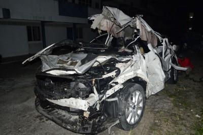死者驾驶的休旅车损坏不堪。