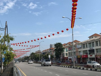 拉惹乌达路头见红灯笼高挂,新春脚步悄然抵步。
