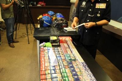 失窃的赃物,有电视机、香烟、打火机等。
