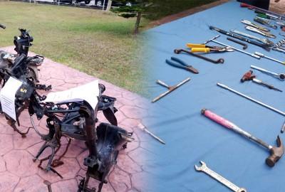 摩托车骨架及干案工具。