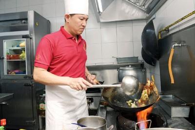 承袭家传4代的美味,老板吴汉如多年的精湛厨艺是为我们呈现传统潮菜的故事。