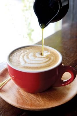 Tropical Latte(RM10)--一杯含本土果味的热拿铁,热带风情尽显,偶尔芒果口味,偶尔黄梨,入口丝丝清甜,给你出其不意的别样风味。