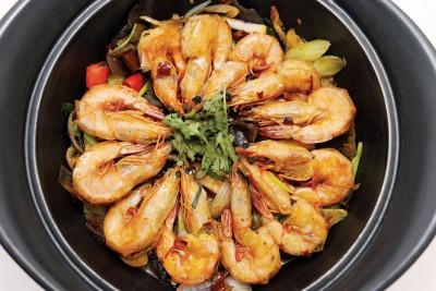干锅虾(香辣)-(RM58)--又香又辣,虾子新鲜爽口,配上炖入味的马铃薯,配饭一绝。