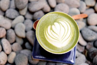 抹茶拿铁Matcha Latte-RM14(Hot)、RM15(Cold)--来自日本宇治的抹茶粉加入牛奶,抹茶的浓厚和牛奶的香醇,享受慢生活必备饮品。
