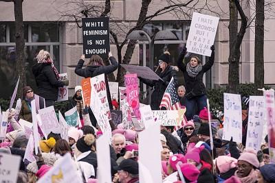 华盛顿发生巨大群众聚集,针对特朗普治国表达不满。(法新社照片)