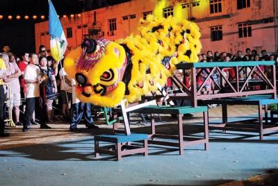 幼狮观摩赛展开,培育狮艺文化传承。