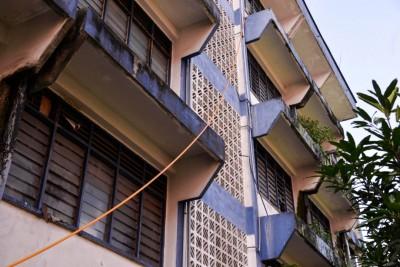 上洞警局宿舍水泵失去作用,得衔接很长的水管到5楼。