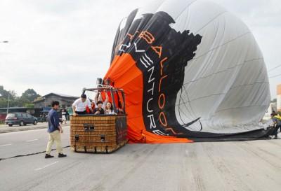 热气球于高渊试飞,以出现状况降落在街上。(档案照)