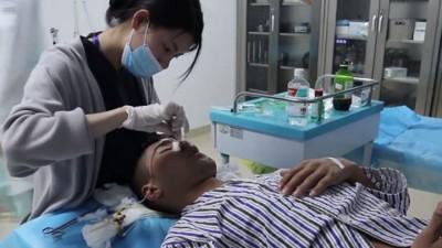 贾占朋之面部先后接受了40几度整容手术。