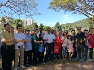 八卦内功练习者与佳日星和尤端祥为新港直线公园有望进行八卦内功活动赞好。