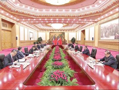 面临奔领导人举行会谈,支持朝鲜连续坚持不懈半岛无核化方向。