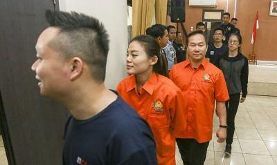 梁润江(前三)遭印尼当局逮捕。