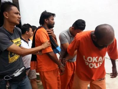 44岁嫌犯(右1)也是死者亲戚。