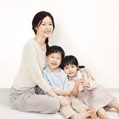 李英爱很疼爱双胞胎儿子郑承权和女儿郑承彬。