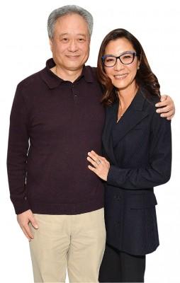 恰到了金球奖的杨紫琼,谁知到纽约及李安参加公开活动。