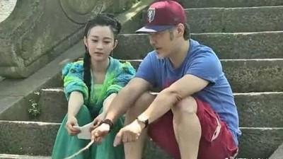 吴秀波被挖出6年前探班陈昱霖的影片。