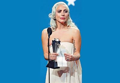 女神卡卡以《一个巨星的诞生》在颁奖季获奖无数。